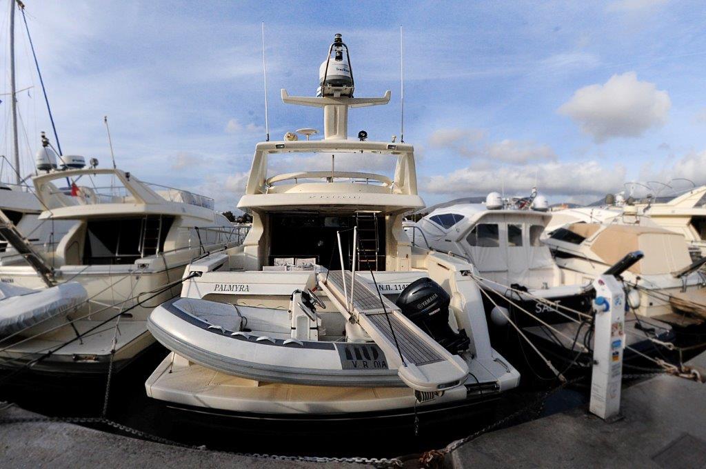 Palmyra 57 motor yacht ferretti 57 fly anniversary for Motor boat rental greece