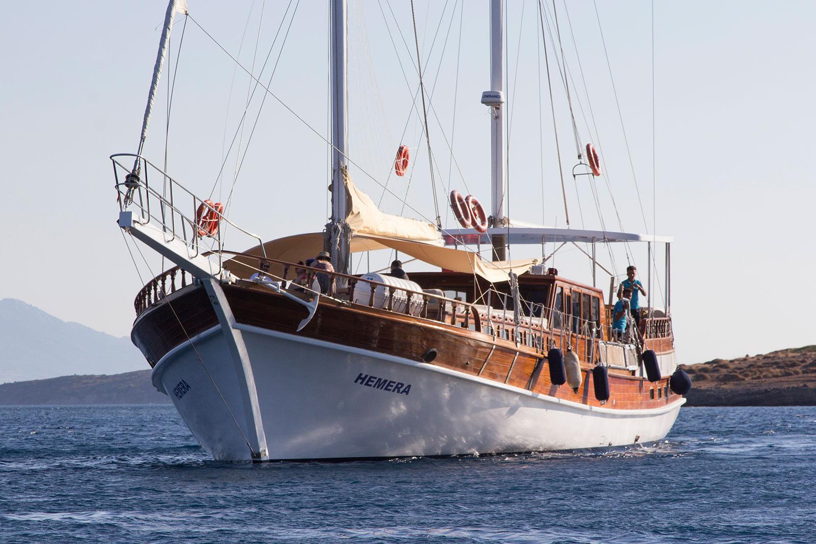 Hera motor sailer custom handcrafted yacht enjoy for Motor boat rental greece