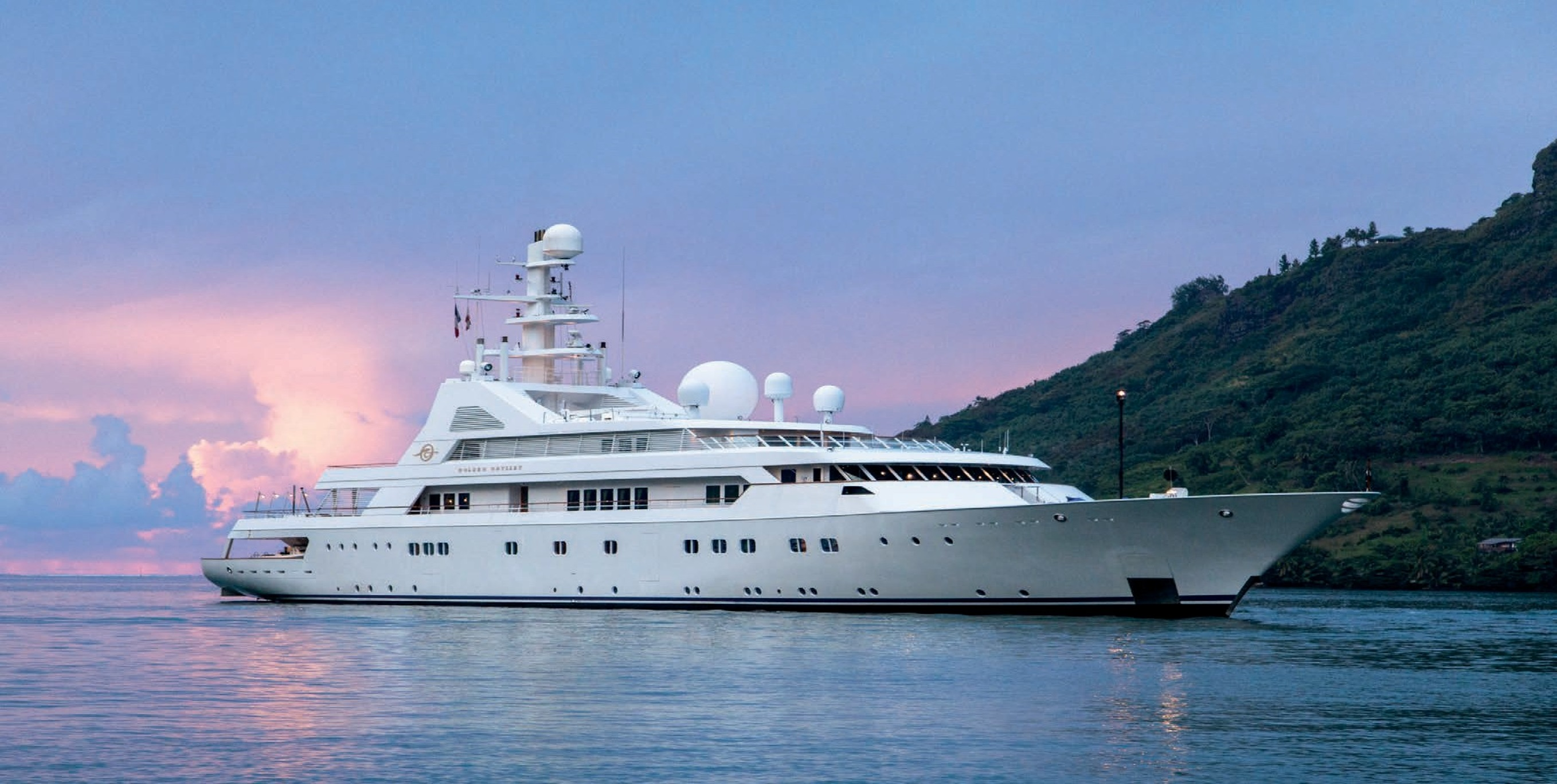 GRAND OCEAN - Mega Yacht for Charter in Greece