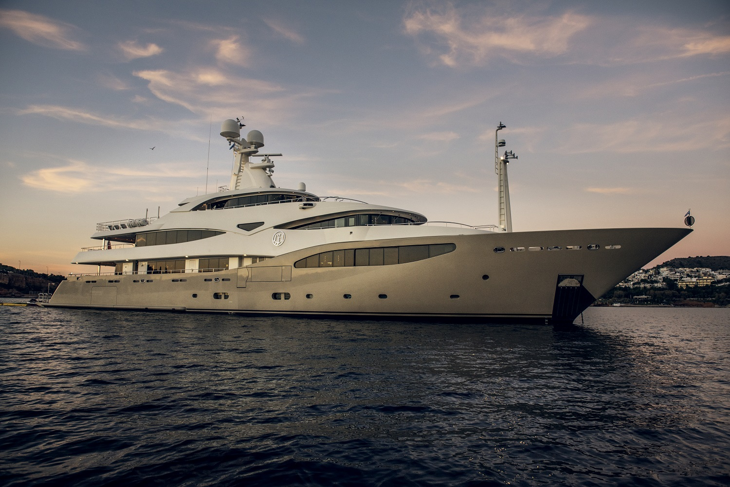 LIGHT HOLIC - Mega Yacht for Charter in Greece