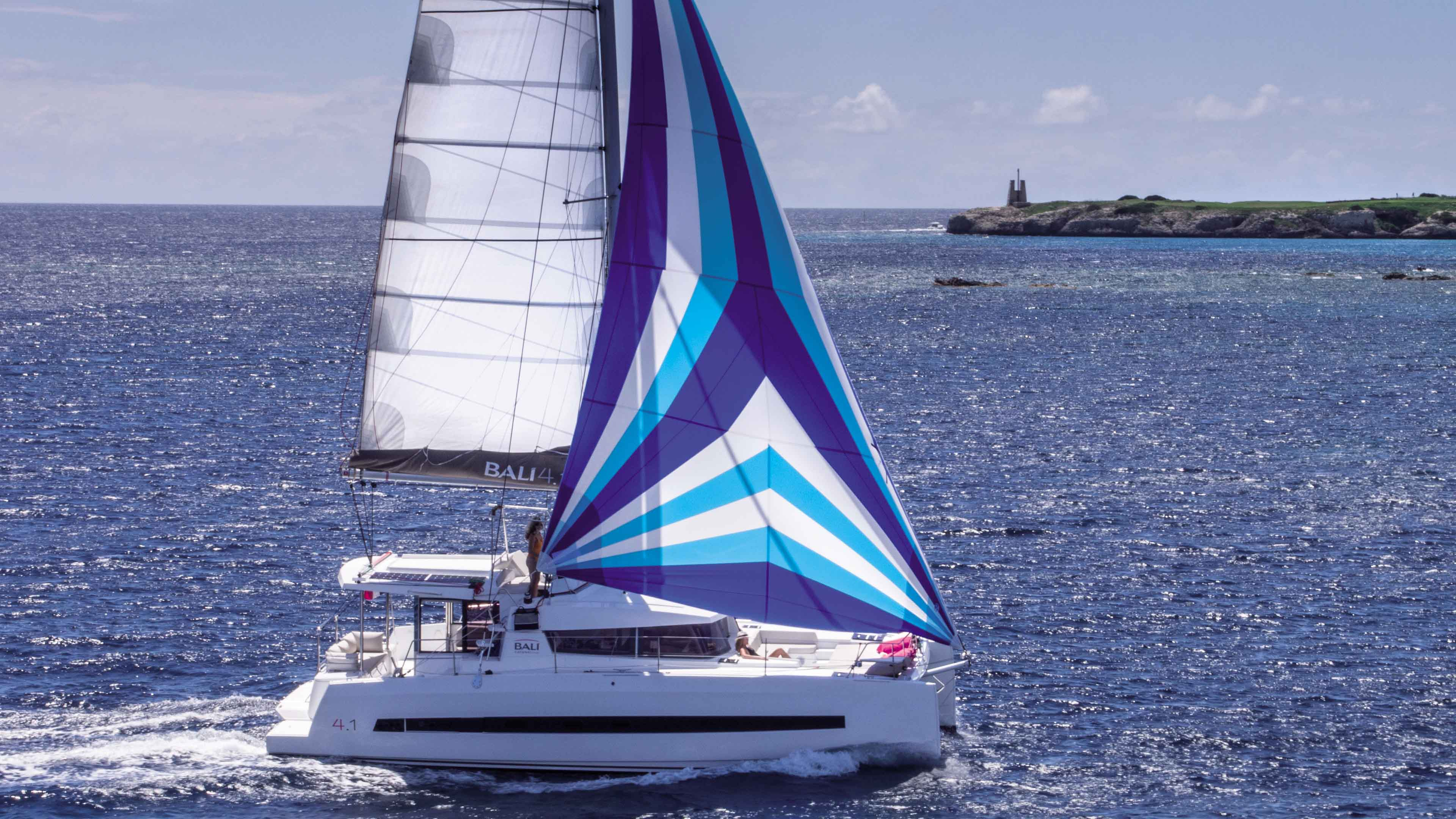 Bali 4.1 Prestige - Catamaran for Charter in Greece